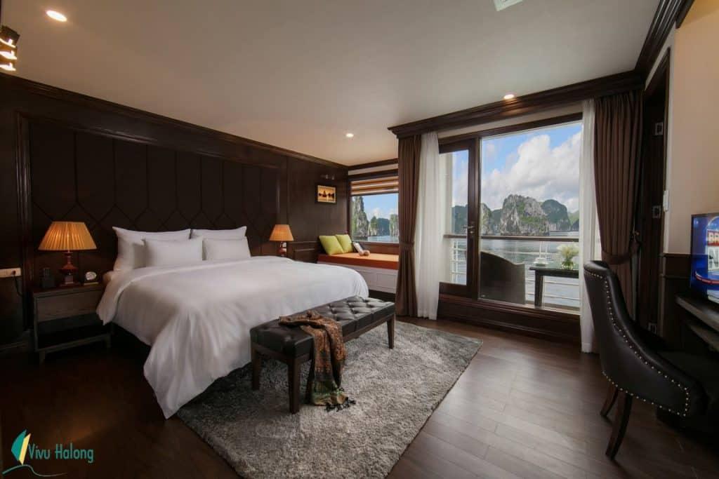 Phòng nghỉ sang trọng trên du thuyền Mon Cheri