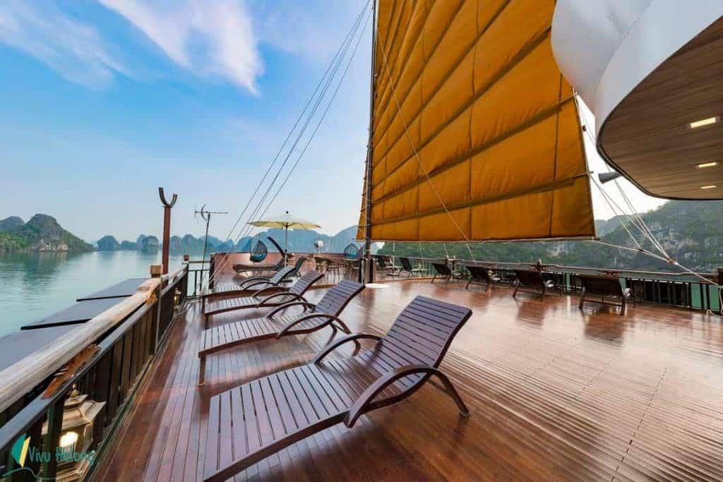 Sundeck trên Du thuyền La Regina Legend