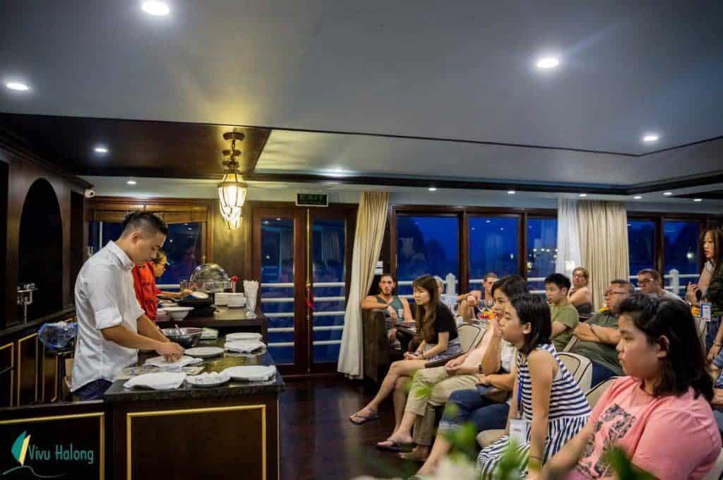 Trình diễn nấu ăn trên Du thuyền Athena