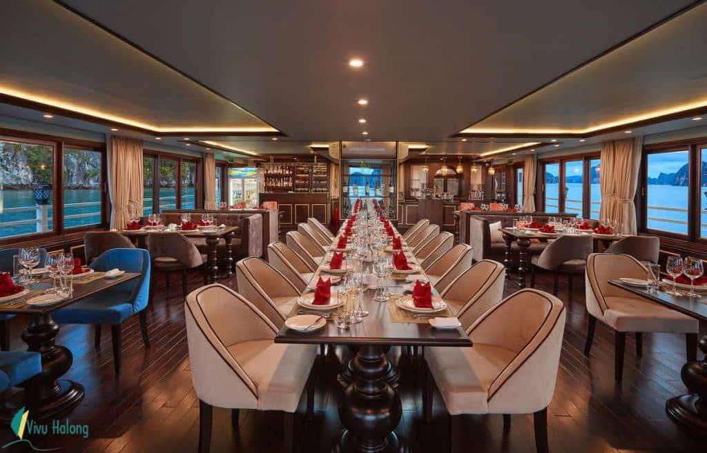 Nhà hàng trên Du thuyền Athena