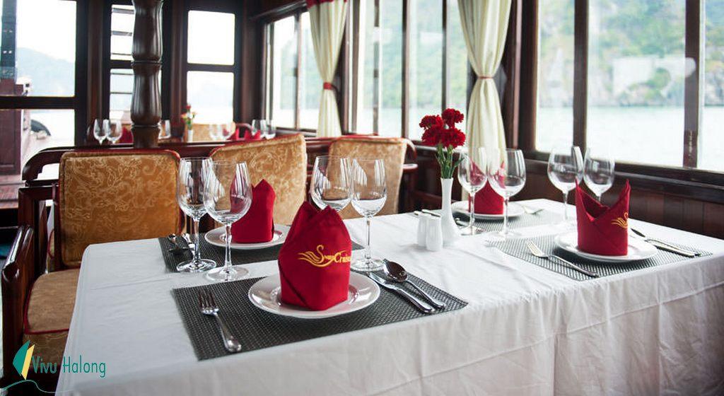 Nhà hàng du thuyền Swan