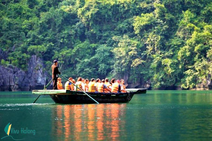Đò năn thăm vịnh Hạ Long