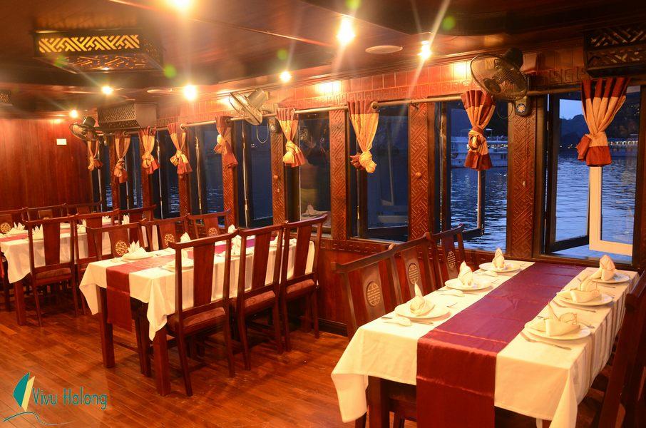 Nhà hàng trên du thuyền Swan
