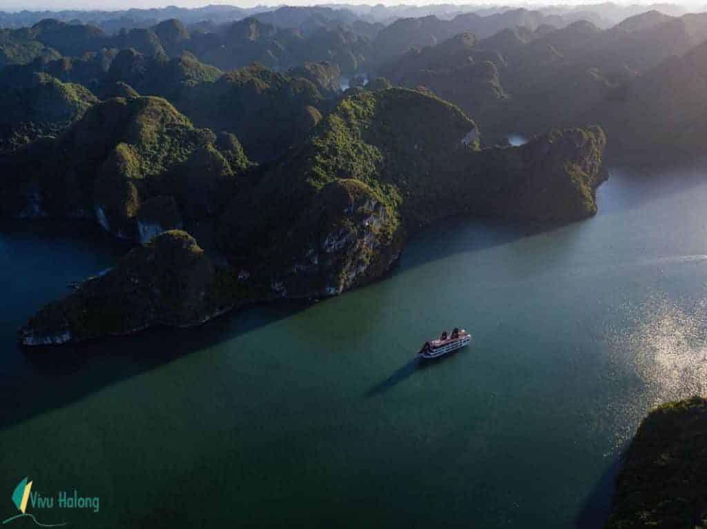 Du thuyền Perla Dawn Sails vịnh Lan Hạ