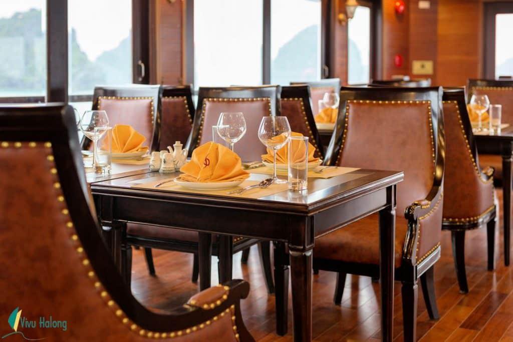 Nhà hàng trên Du thuyền V'spirit Premier