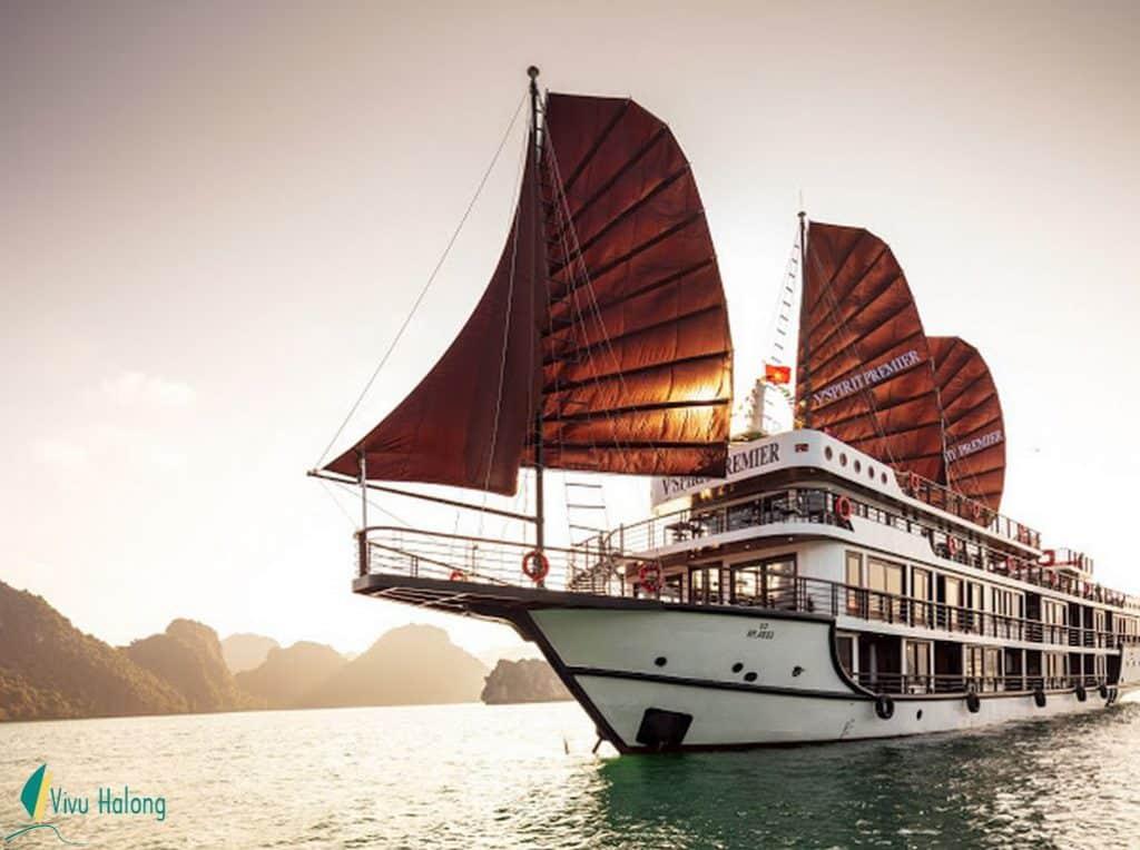 Du thuyền V'spirit Premier căng buồm