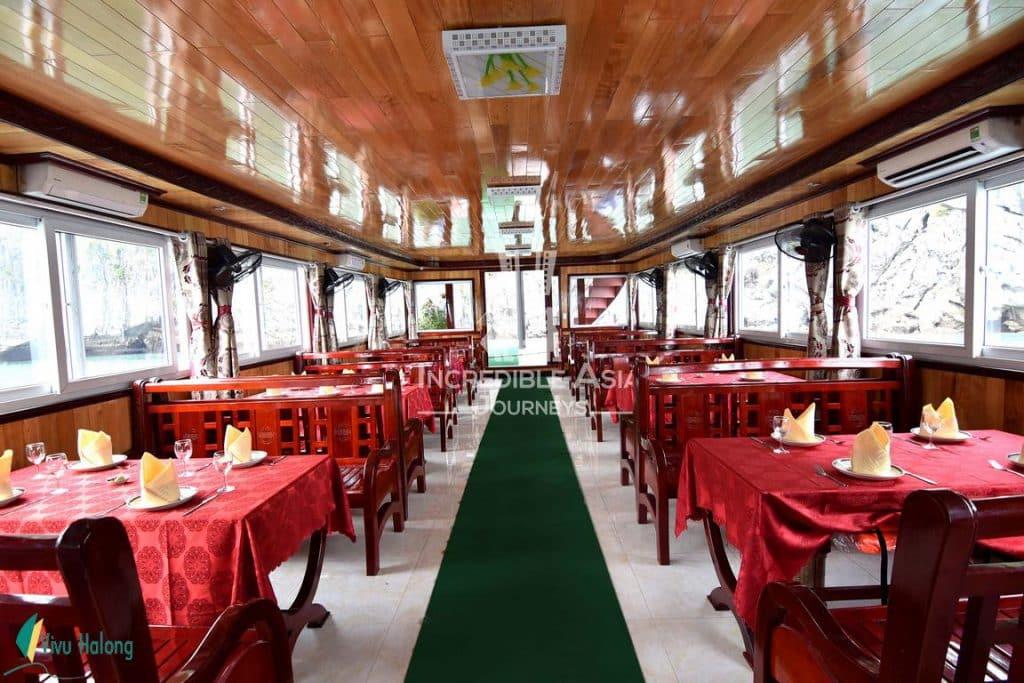 Nhà hàng trên tàu thăm vịnh Hạ Long 1 ngày