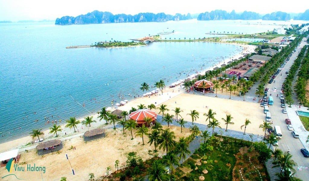 Bãi tắm trên đảo Tuần Châu