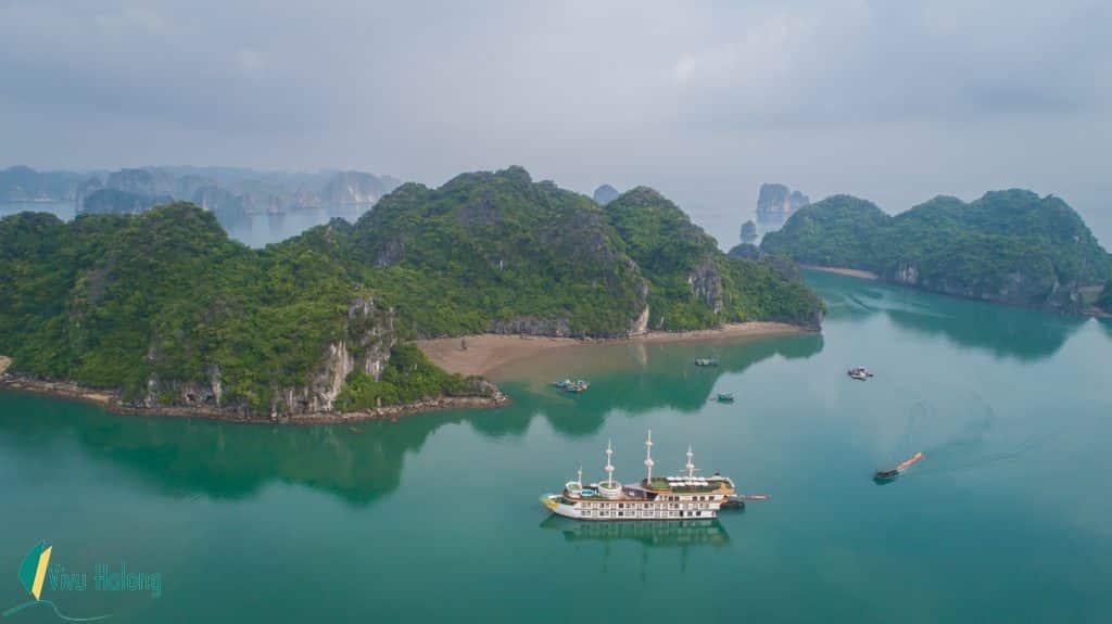 Cruising boats in Bai Tu Long Bay