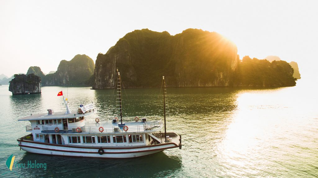 Halong Bay one day tour on Sen cruise