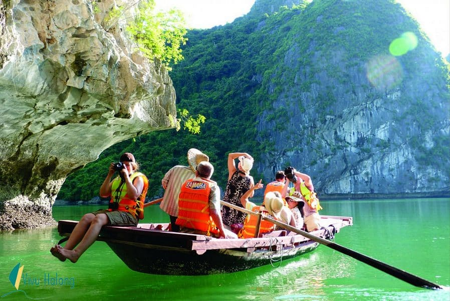 Explore Bright and Dark cave by local bamboo boat