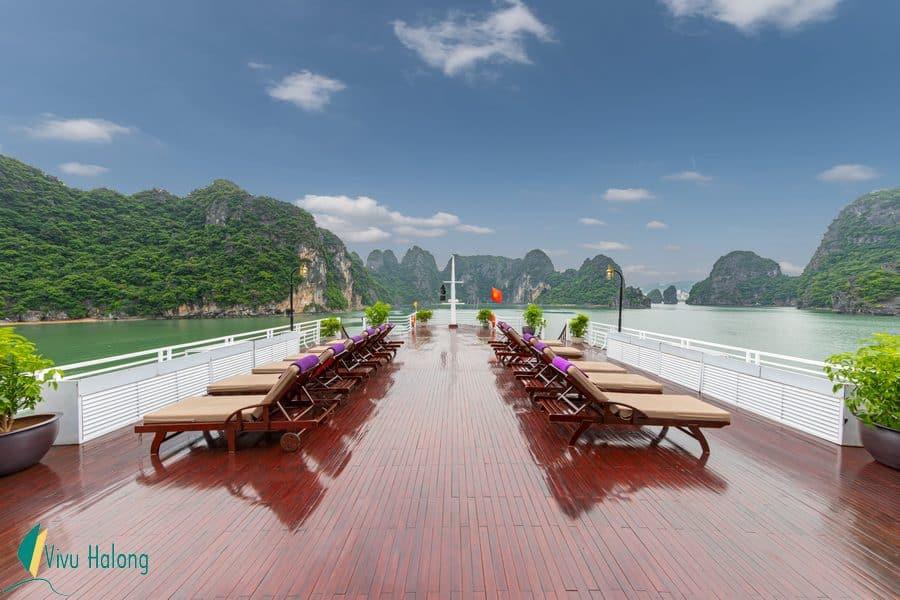 Sundeck Huong Hai Sealife cruise