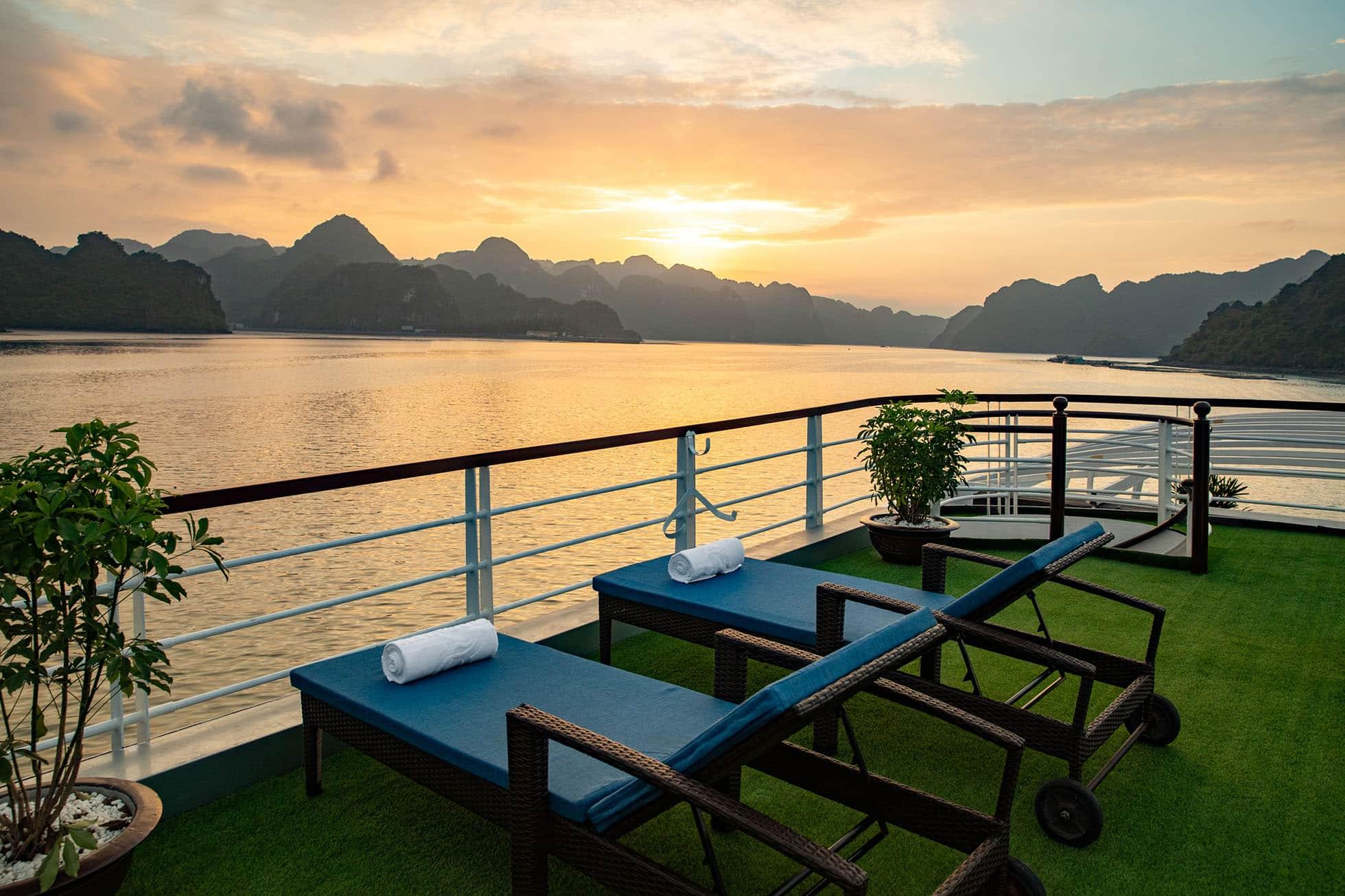 Sunset on Lan Ha Bay