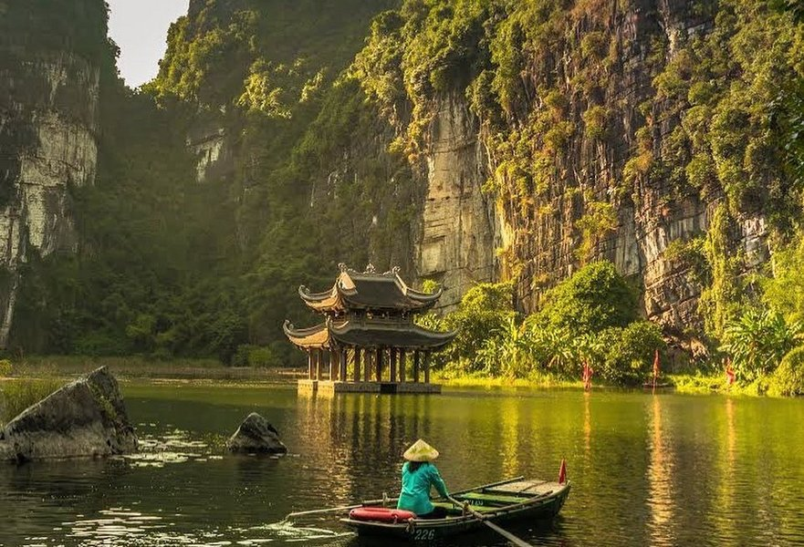 Local boat in Tam Coc