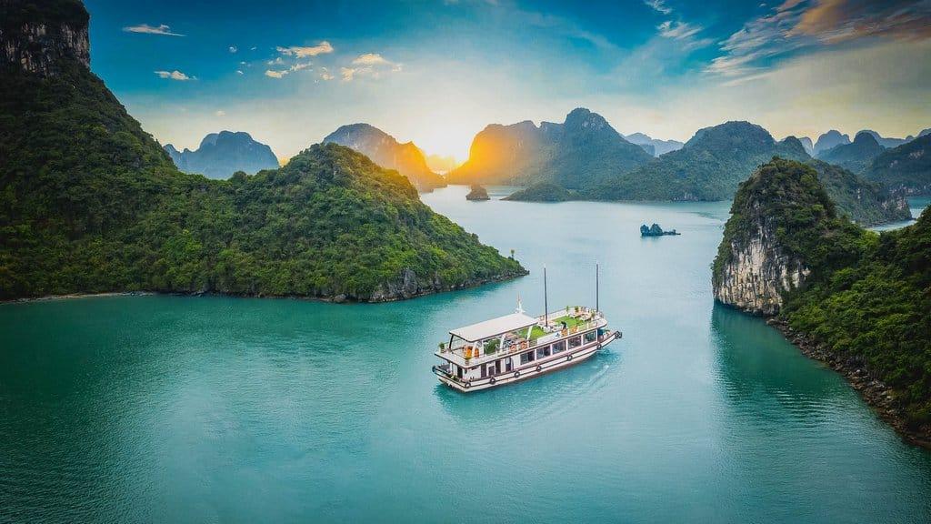 Lan Ha Bay one day cruise from Hanoi