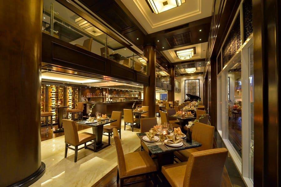 Không gian nhà hàng Khách sạn Paradise Suites Tuần Châu