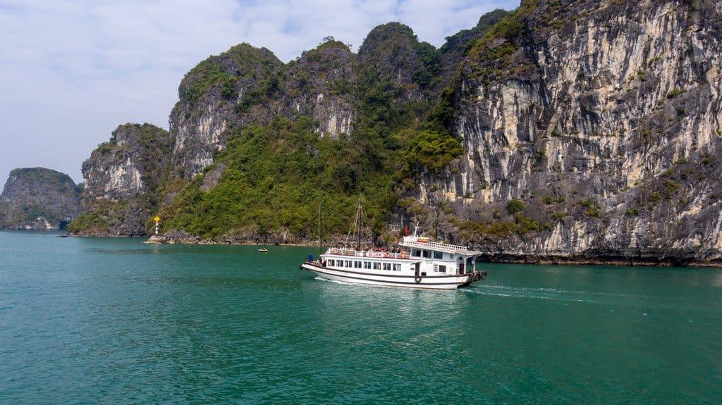 Tour thăm vịnh Hạ Long 6 tiếng