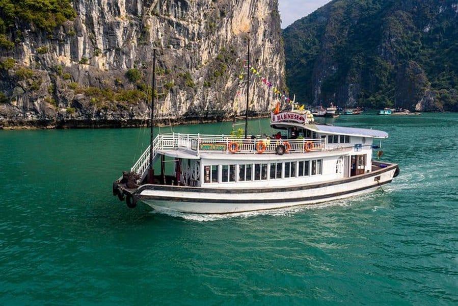 Tà thăm vịnh Hạ Long