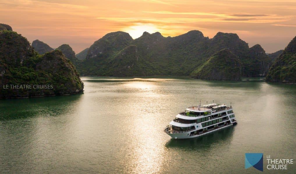Du thuyền Le Theatre trên Vịnh Lan Hạ