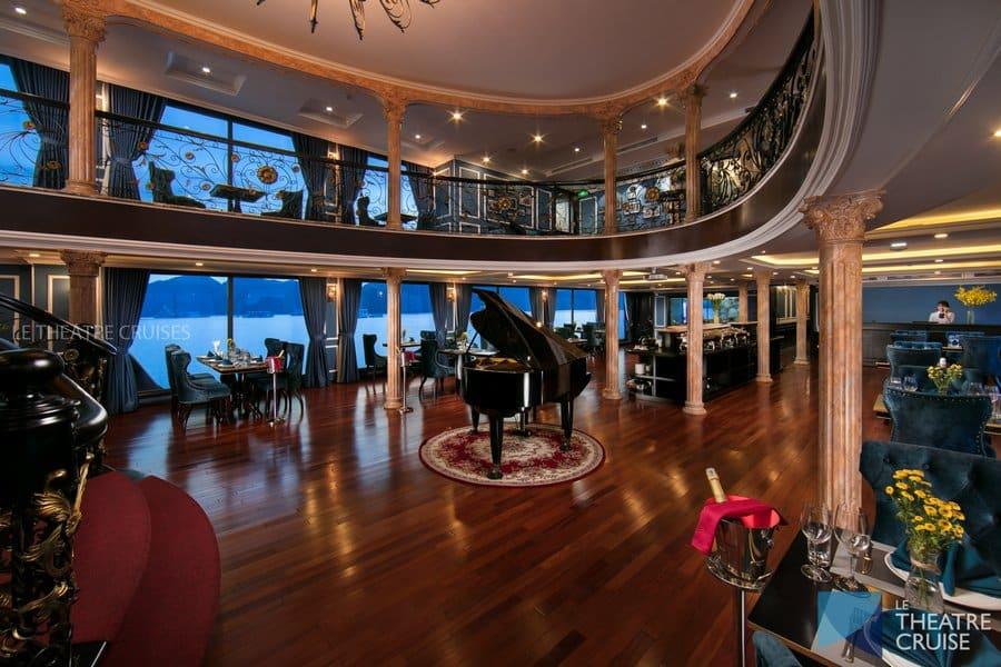 Nhà hàng Le Opera 2 tấng, mô phỏng phong cách kiến trúc Pháp