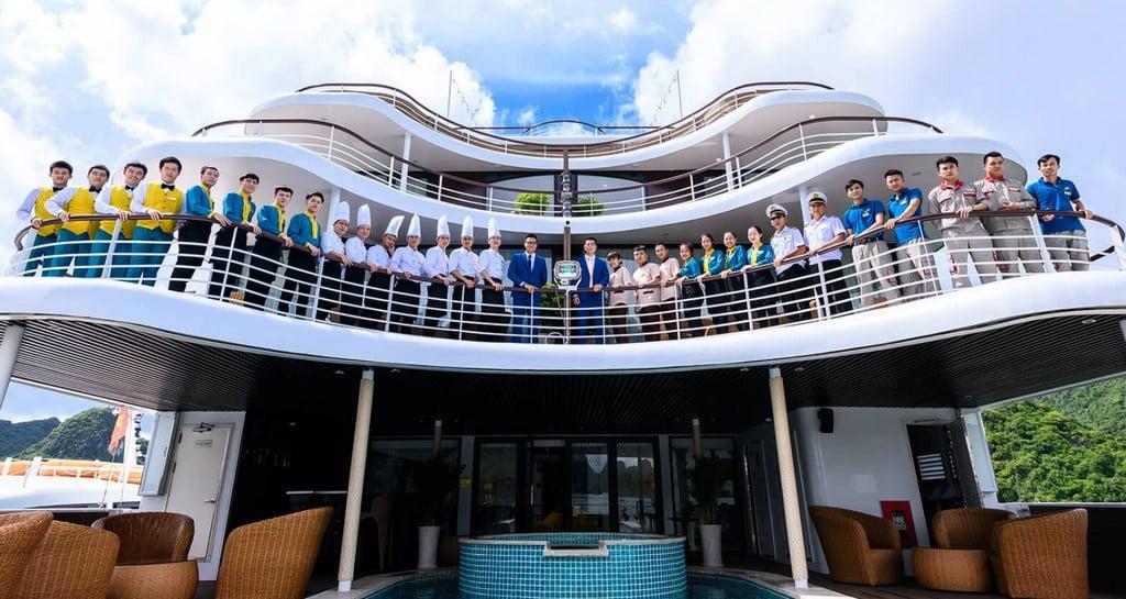 Đội ngũ nhân viên Du thuyền Capella