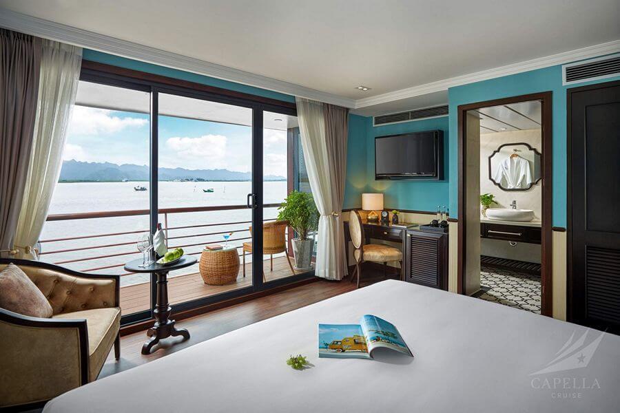 Phòng nghỉ với ban công rộng trên Du thuyền Capella
