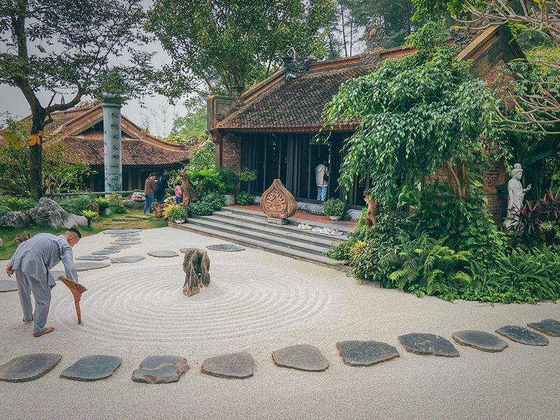 Khuôn viên chùa Địa Tạng Phi Lai