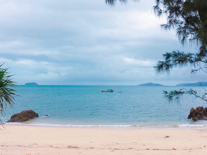 Bãi biển Hồng Vàn Đảo Cô Tô