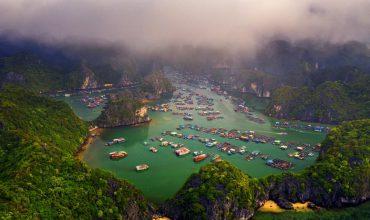 Làng chài trên vịnh Lan Hạ, đảo Cát Bà