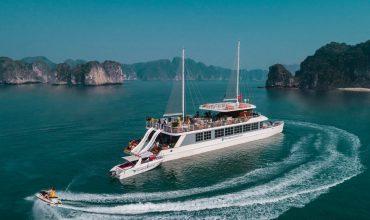 Du thuyền sang chảnh Catamaran trên vịnh Lan Hạ