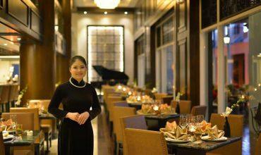 Lễ tân khách sạn Paradise Suite Tuần Châu